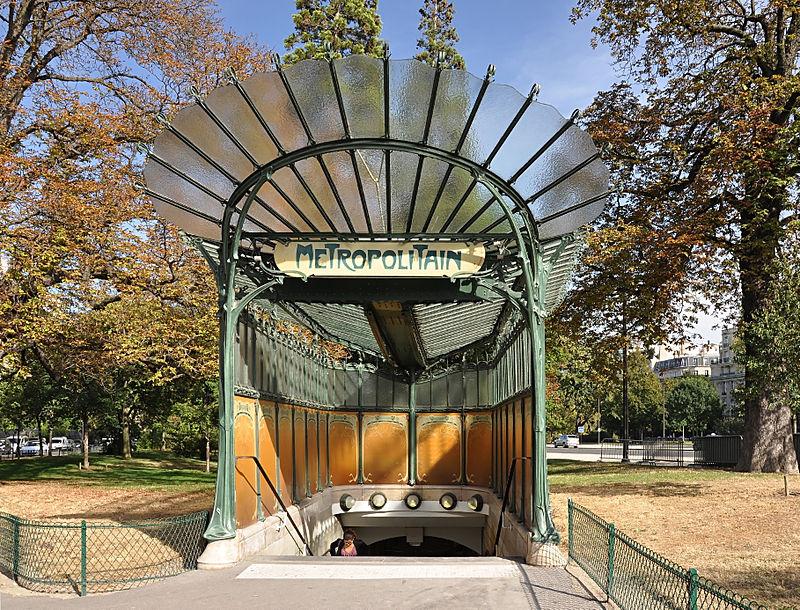 800px-Metro_station_entrance_(édicule_Guimard)_Porte_Dauphine_Paris_16e_002